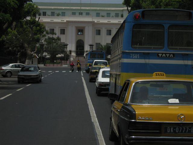 tourisme-devant-palais-presidentiel-senegal