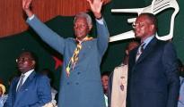 Senegal President Abdou Diouf (C) salute