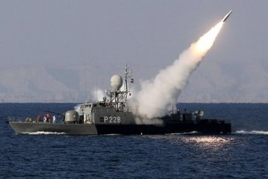 472326-navire-iranien-procede-tir-missile