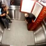 camera-cachee-ils-sont-bloques-dans-un-ascenseur-avec-un-mort-vivant_110569_w250