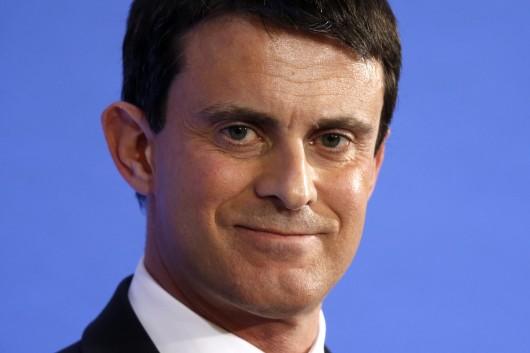 dorigine espagnole le ministre de lintrieur franais manuel valls sera supporter du bara contre psg lopposition crie au scandale