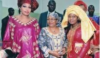 1-Mme-l'-Ambassadeur-en-compagnie-de-la-première-Dame-du-Mali--et-de-l'organisatrice-du-Festi--Bazin001