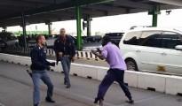 emigre bagarre avec policiers - 7
